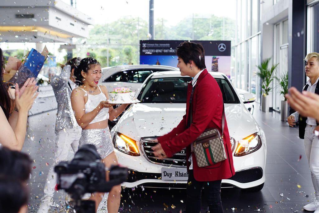 Duy Khánh Zhou Zhou tậu Mercedes-Benz E200 mừng sinh nhật tuổi 25 - Hình 4