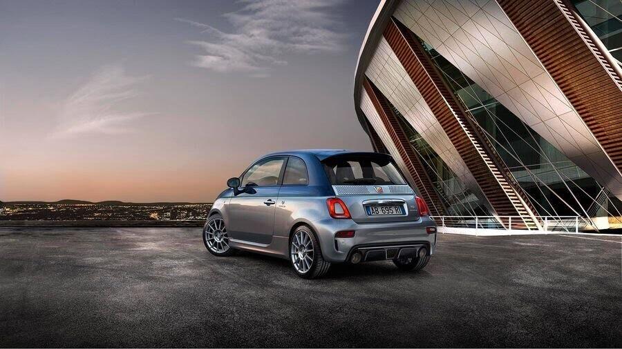 Fiat vén màn Abarth 124 GT có phần mái sợi carbon trước thềm Geneva 2018 - Hình 3