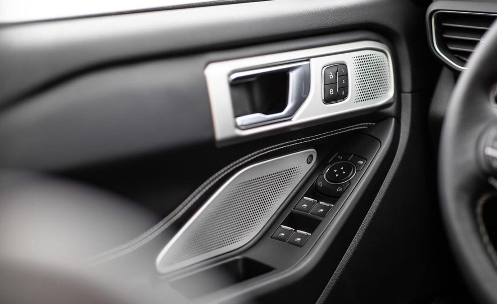 Ford giới thiệu Explorer ST 2020: Phiên bản mạnh nhất lắp máy V6 3.0L tăng áp 400 mã lực - Hình 20