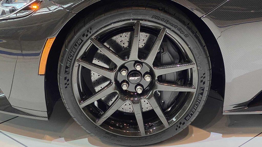 ford-gt-liquid-carbon-edition-2020-khi-huyen-thoai-tro-lai
