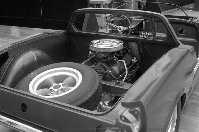 Ford quên đã từng chế tạo Mustang động cơ đặt giữa hay chưa, phải… hỏi lại fan cho chắc chắn - Ảnh 2.