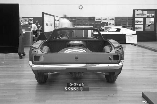 Ford quên đã từng chế tạo Mustang động cơ đặt giữa hay chưa, phải… hỏi lại fan cho chắc chắn - Ảnh 3.