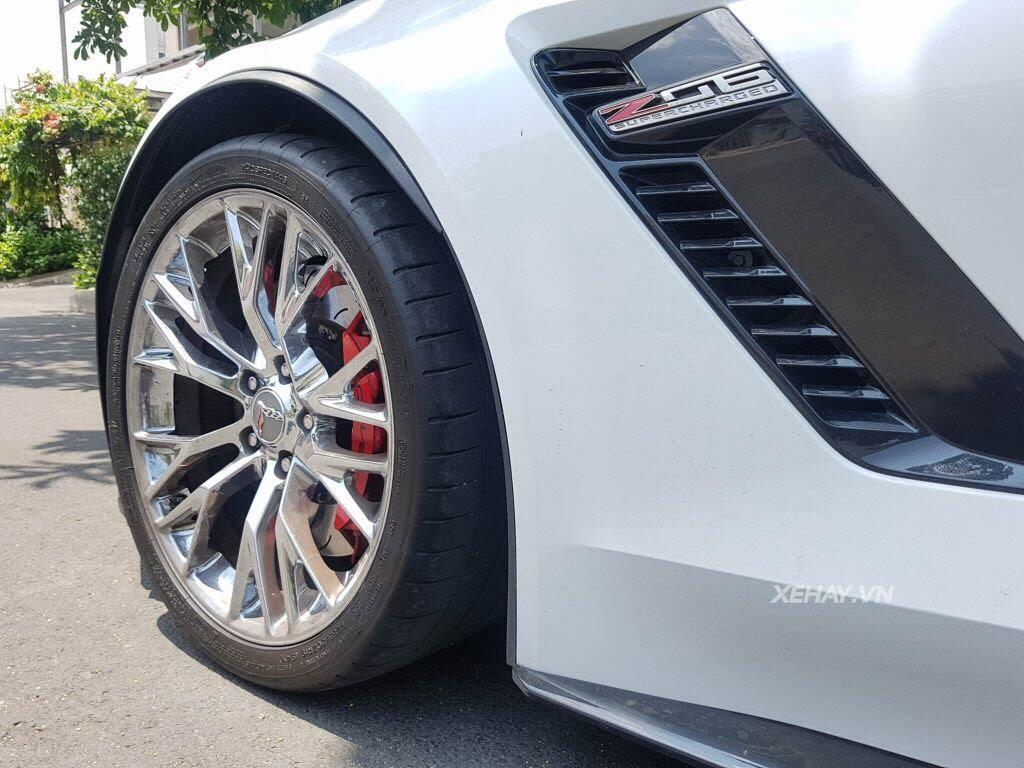 """Gặp Chevrolet Corvette C7 Z06 """"tắm nắng"""" tại Phú Mỹ Hưng, Sài Gòn - Hình 4"""