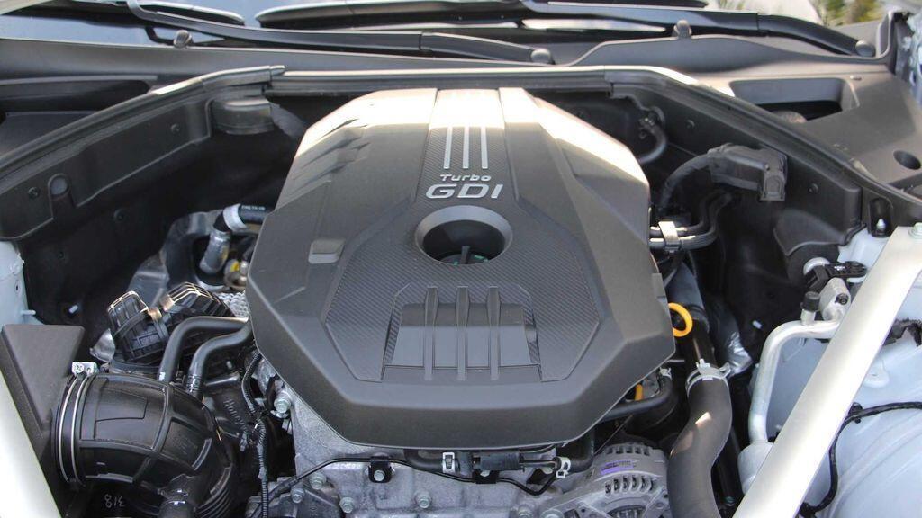 genesis-g70-se-manh-me-hon-voi-dong-co-turbo-2-5-lit-moi