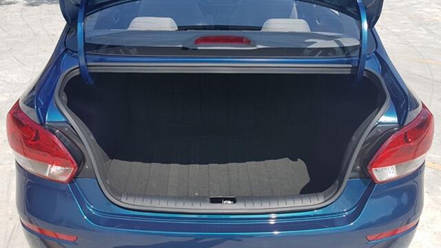 Còn đây là khoang chứa đồ phía sau của Kia Soluto.