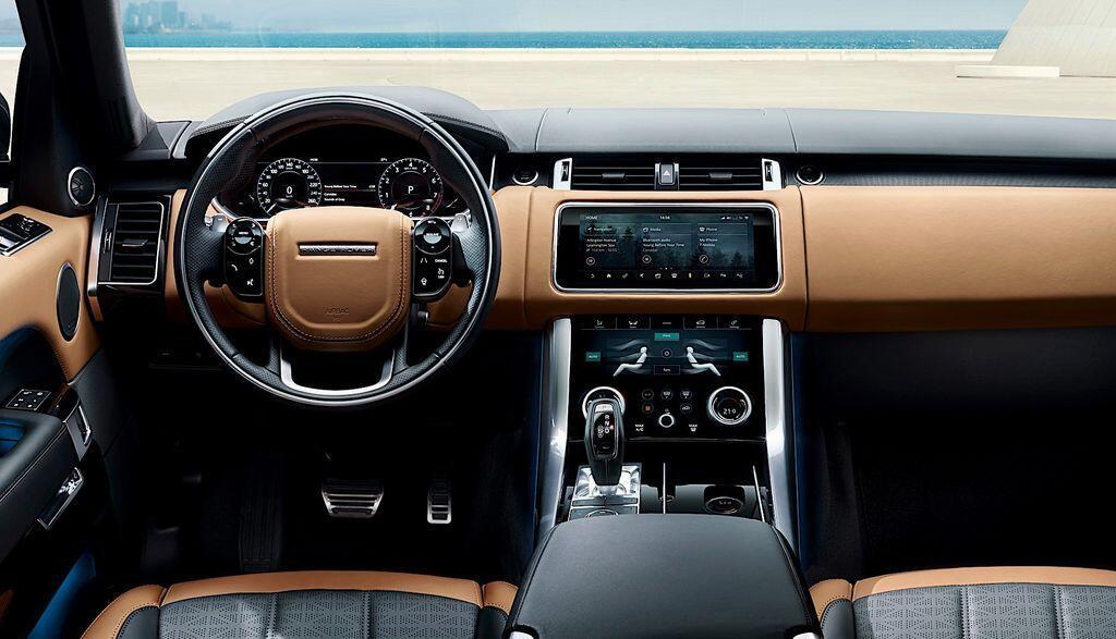 giat-minh-voi-range-rover-sport-6-banh-tren-duong-pho-canada