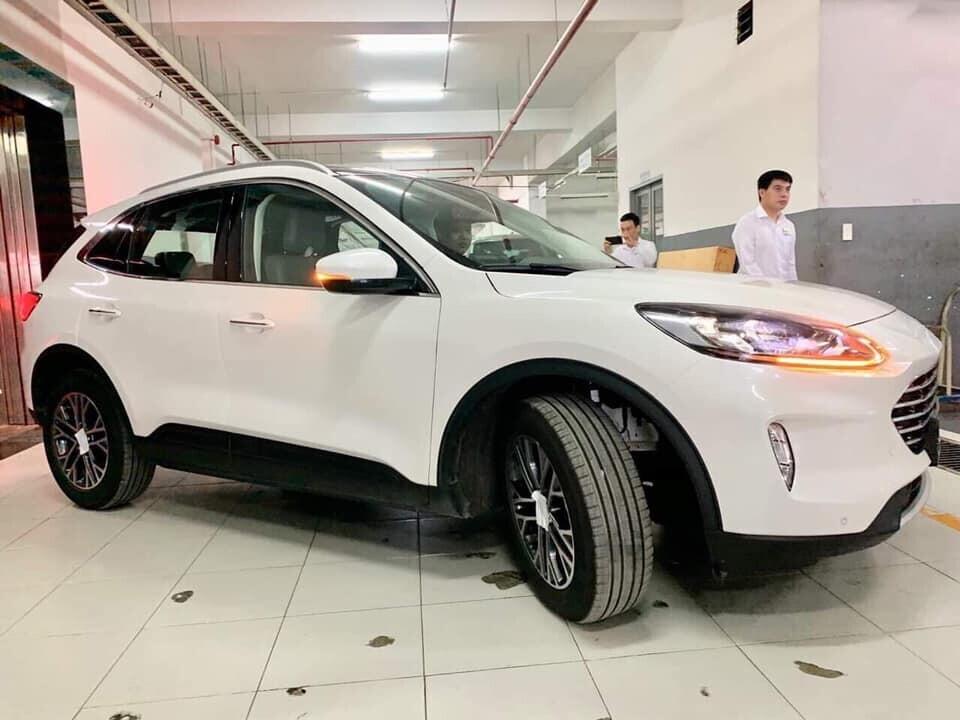 hinh-anh-dau-tien-cua-ford-escape-2020-tai-viet-nam-dau-mazda-cx-5