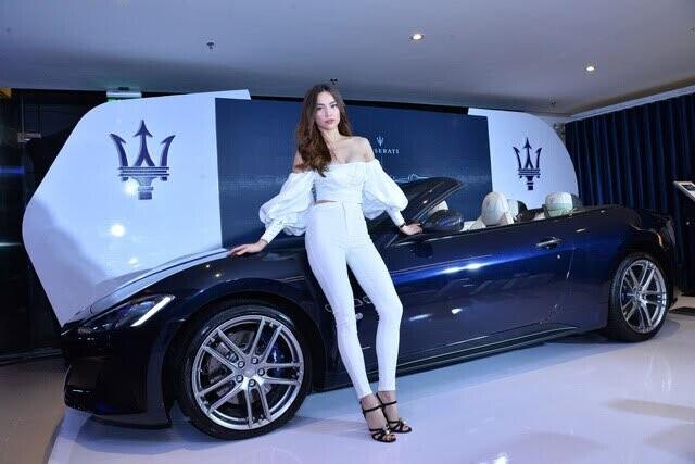 Hồ Ngọc Hà lái xe mui trần sang trọng Maserati GranCabrio Sport 2018 ra mắt khách hàng Việt - Hình 2