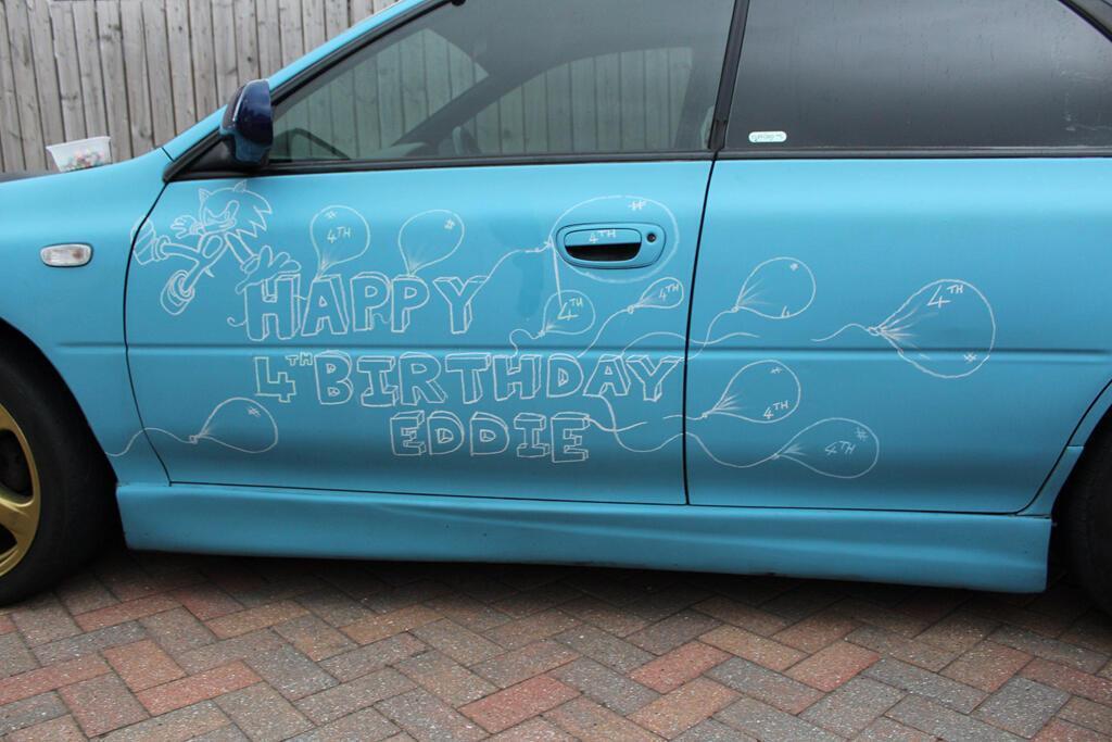 Hơn 140 ôtô diễu hành mừng sinh nhật bé 4 tuổi mê xe bị tự kỷ - Hình 4