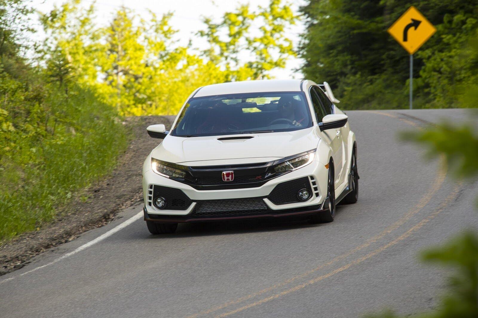 Honda Civic Type R 2017 có giá từ 31.350 USD tại Canada - Hình 5