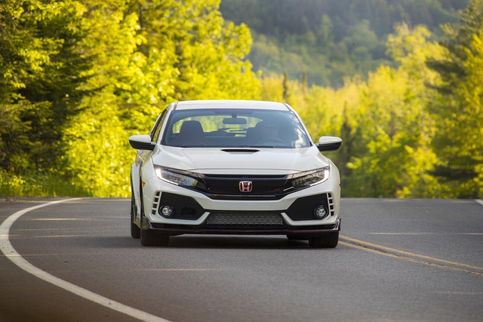 Honda Civic Type R 2017 có giá từ 31.350 USD tại Canada - Hình 8