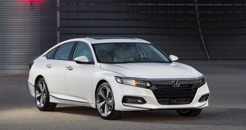 """Honda ra mắt Accord 2018 mong """"đánh bật"""" Toyota Camry - Hình 1"""