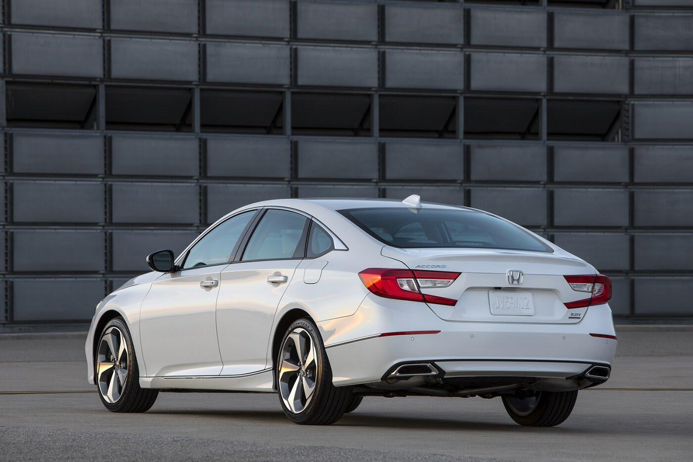 """Honda ra mắt Accord 2018 mong """"đánh bật"""" Toyota Camry - Hình 4"""