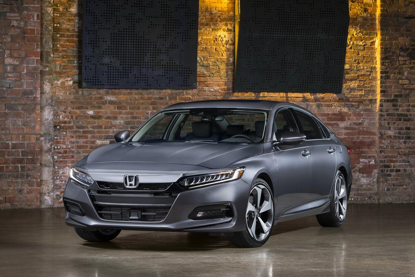 """Honda ra mắt Accord 2018 mong """"đánh bật"""" Toyota Camry - Hình 5"""
