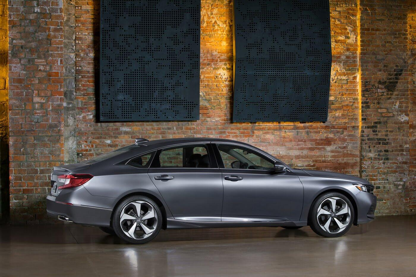 """Honda ra mắt Accord 2018 mong """"đánh bật"""" Toyota Camry - Hình 6"""