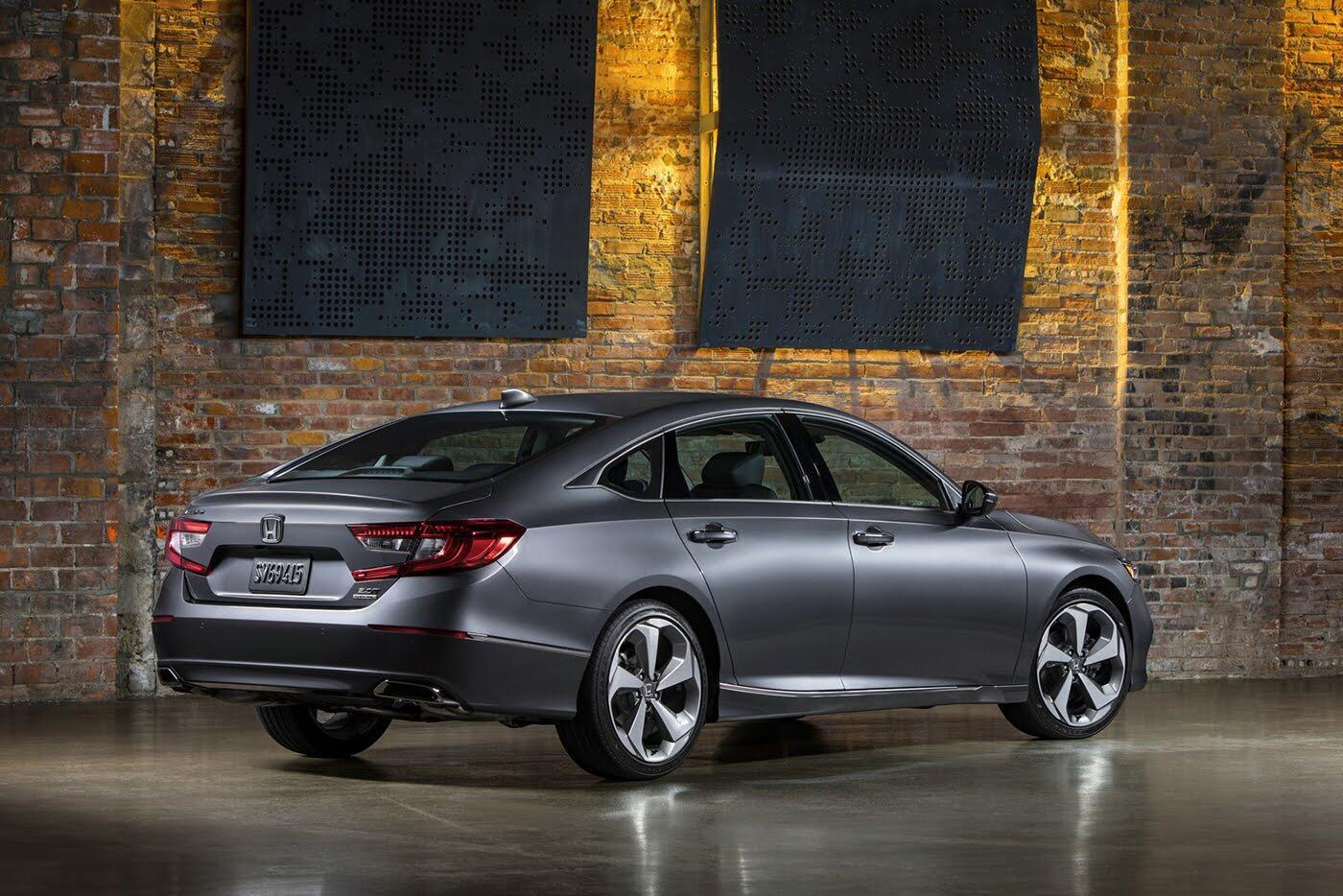 """Honda ra mắt Accord 2018 mong """"đánh bật"""" Toyota Camry - Hình 7"""