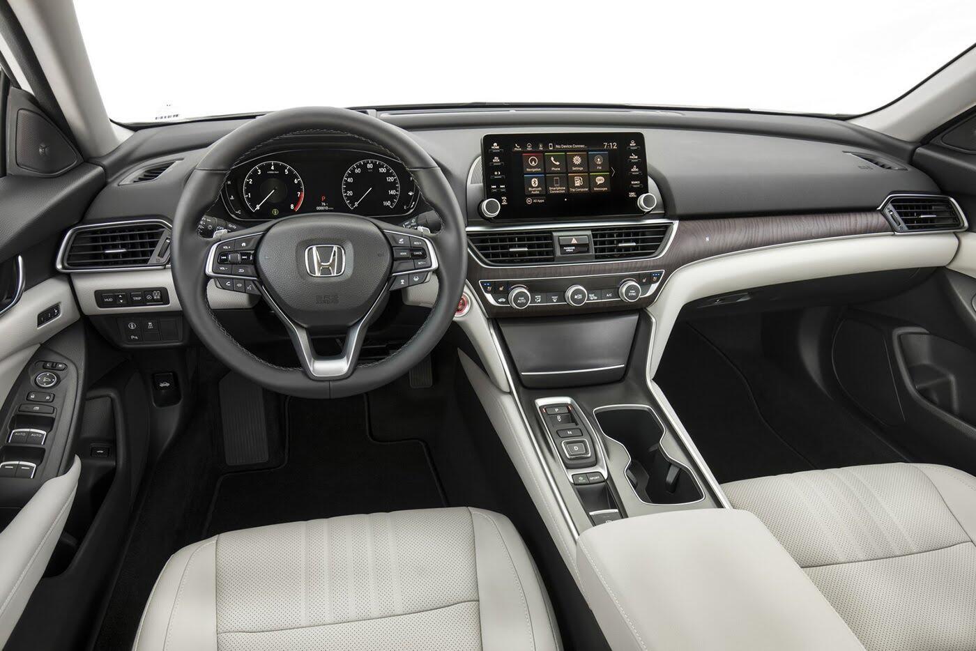 """Honda ra mắt Accord 2018 mong """"đánh bật"""" Toyota Camry - Hình 8"""
