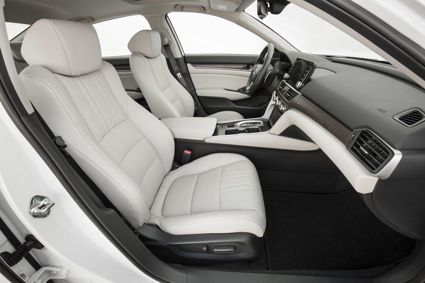 """Honda ra mắt Accord 2018 mong """"đánh bật"""" Toyota Camry - Hình 9"""
