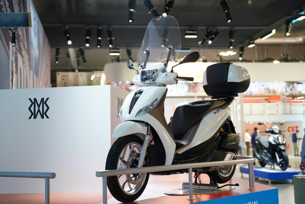 https://cdn.dailyxe.com.vn/image/honda-sh-2020-va-piaggio-medley-2020-11-89729j2.jpg?1574090277891