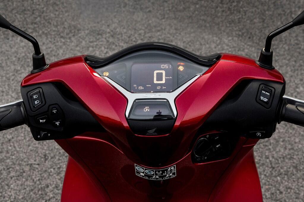 https://cdn.dailyxe.com.vn/image/honda-sh-2020-va-piaggio-medley-2020-4-89723j2.jpg?1574090183349