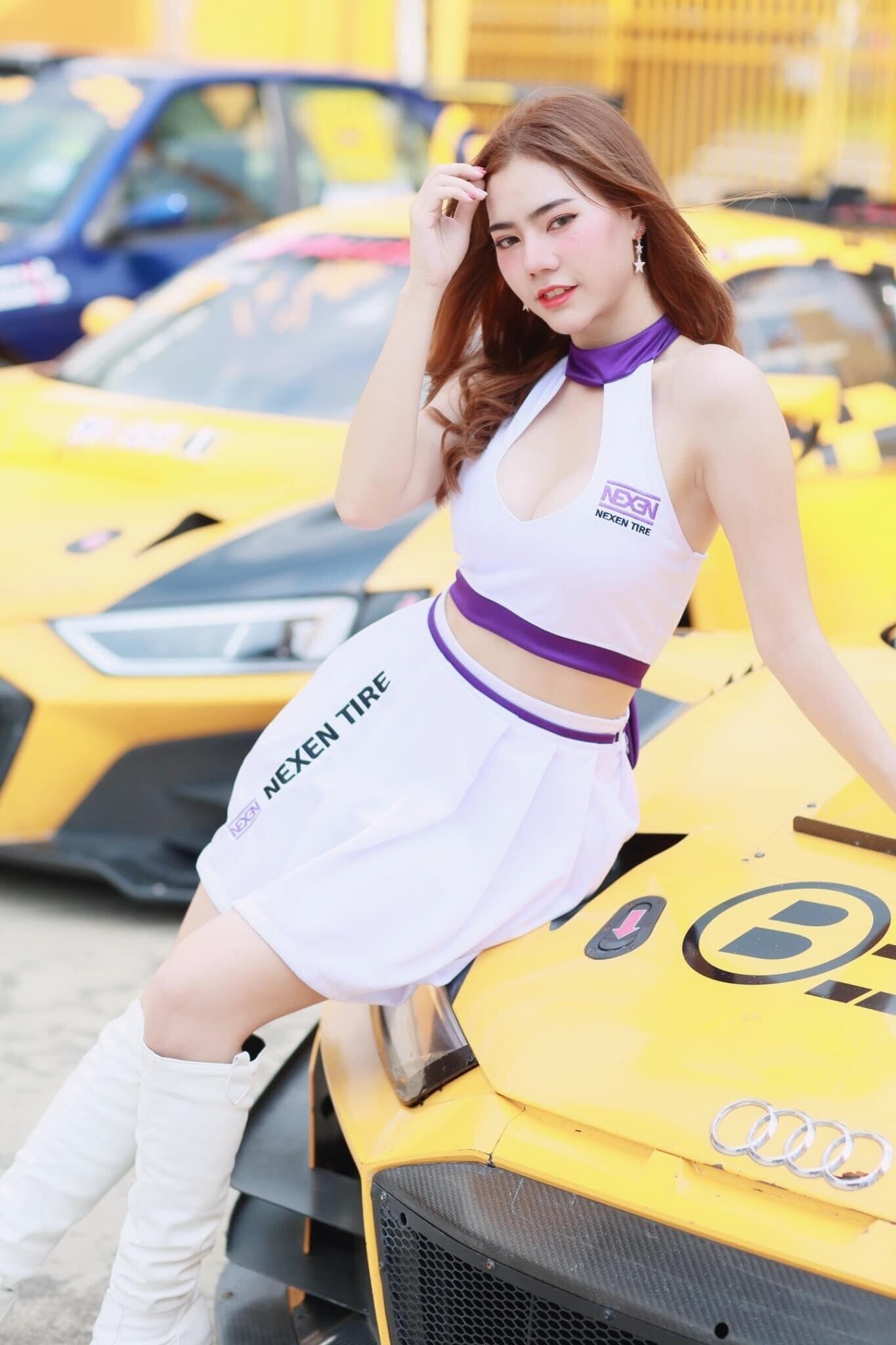 hot-girl-thai-lan-tha-dang-xinh-dep-ben-xe-sang-audi