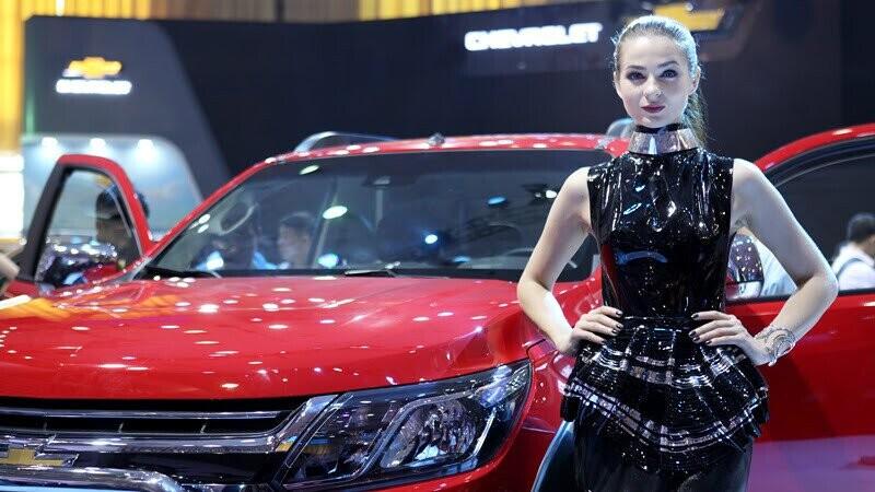 Hủy đơn hàng, ôtô nhập khẩu bất ngờ tăng giá mạnh - Hình 2