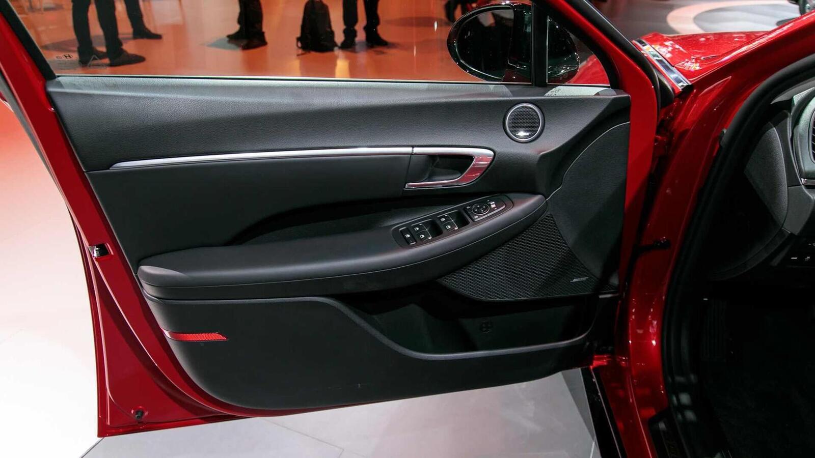 Hyundai đã ra mắt Sonata thế hệ thứ 8 tại Mỹ: Động cơ 1.6L tăng áp và 2.5L - Hình 11