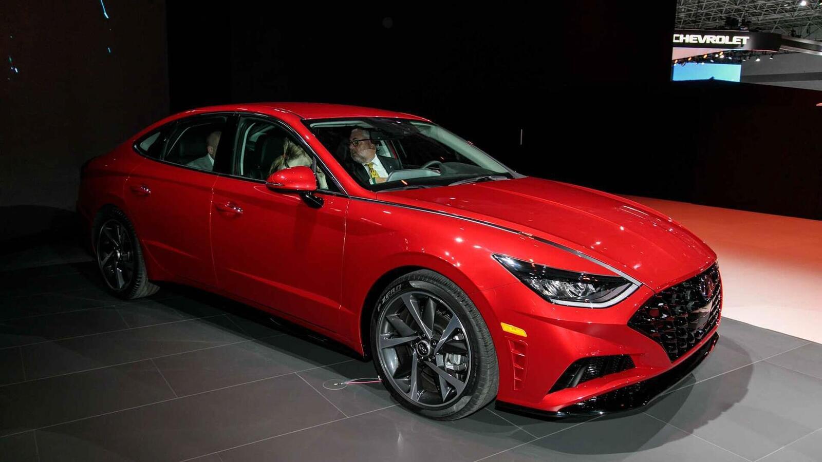 Hyundai đã ra mắt Sonata thế hệ thứ 8 tại Mỹ: Động cơ 1.6L tăng áp và 2.5L - Hình 14