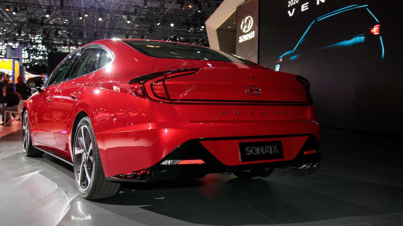 Hyundai đã ra mắt Sonata thế hệ thứ 8 tại Mỹ: Động cơ 1.6L tăng áp và 2.5L - Hình 16