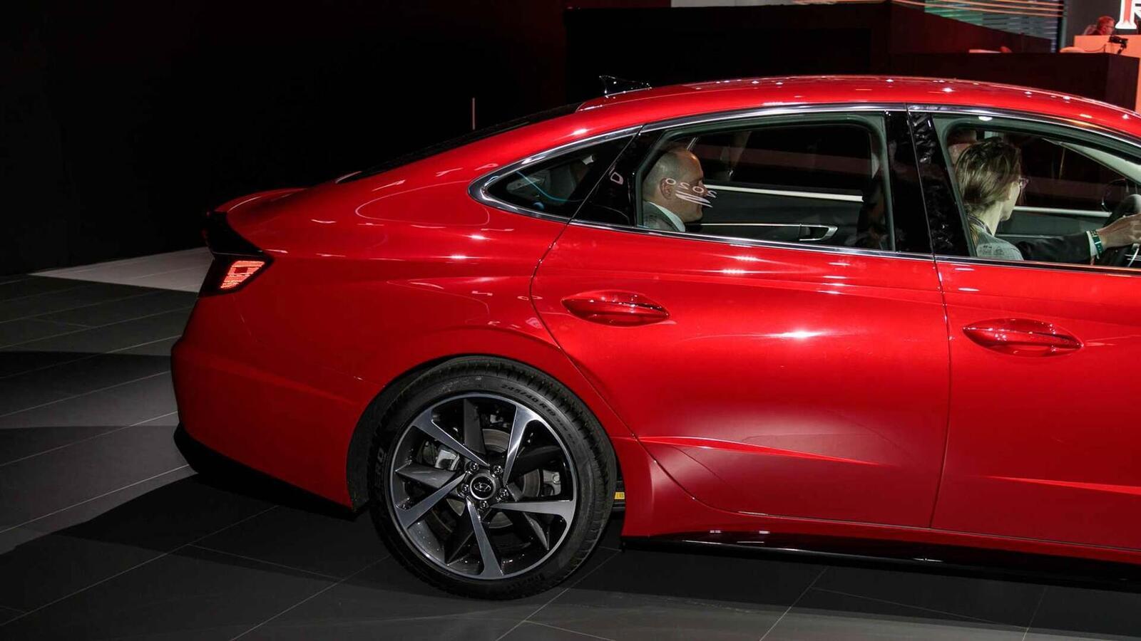 Hyundai đã ra mắt Sonata thế hệ thứ 8 tại Mỹ: Động cơ 1.6L tăng áp và 2.5L - Hình 17