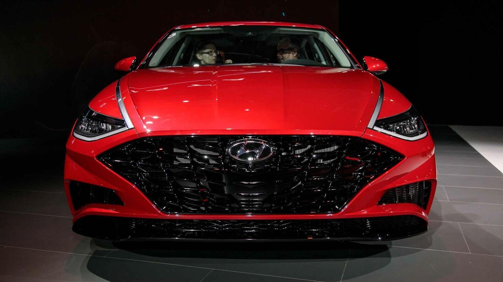 Hyundai đã ra mắt Sonata thế hệ thứ 8 tại Mỹ: Động cơ 1.6L tăng áp và 2.5L - Hình 2