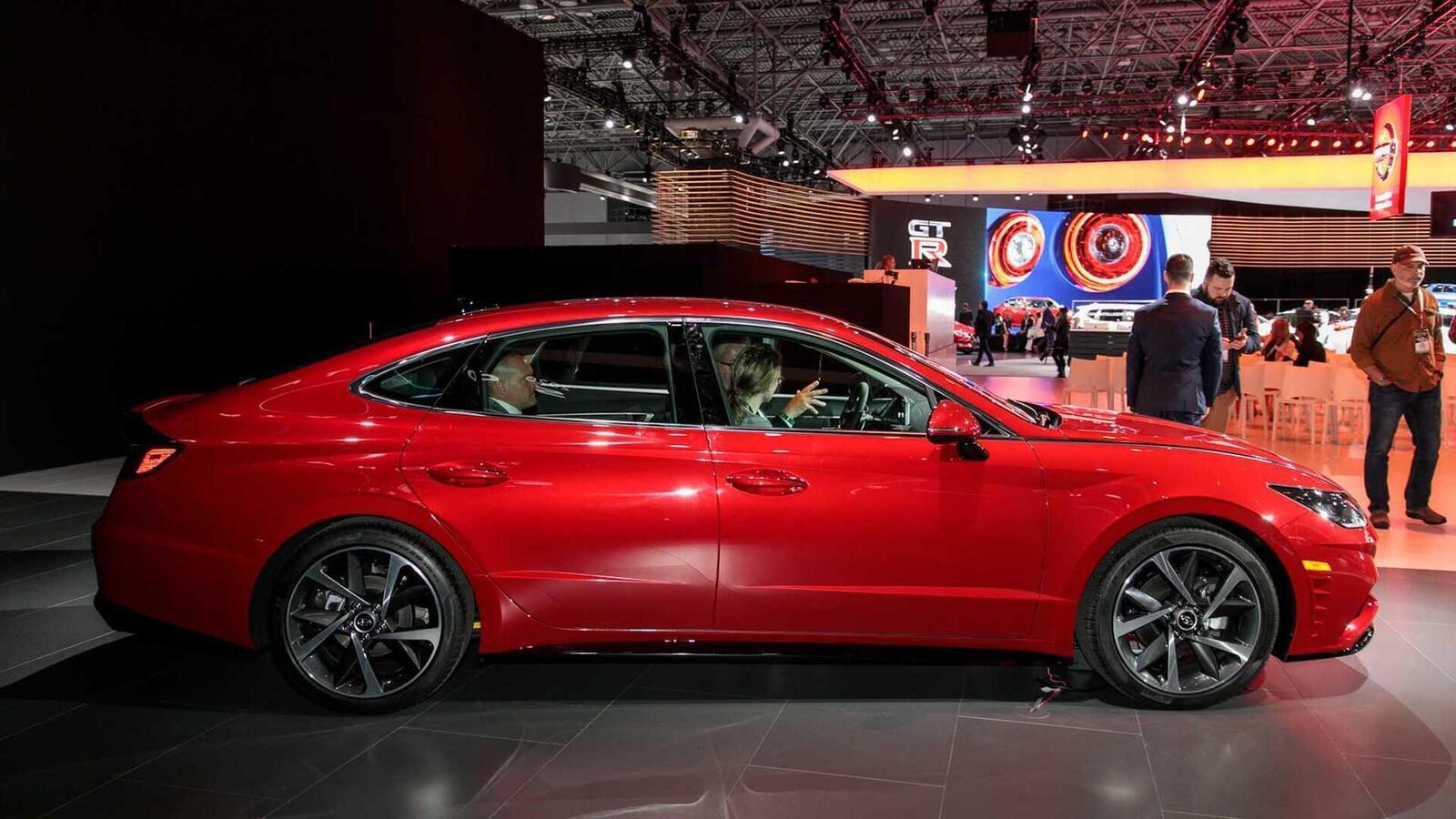 Hyundai đã ra mắt Sonata thế hệ thứ 8 tại Mỹ: Động cơ 1.6L tăng áp và 2.5L - Hình 5