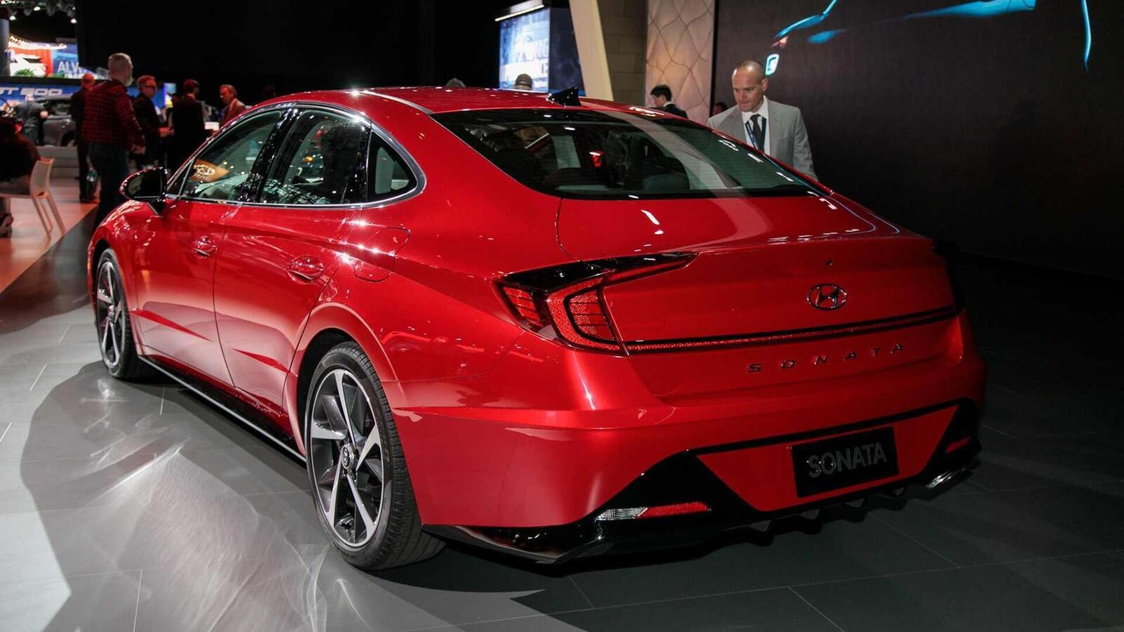 Hyundai đã ra mắt Sonata thế hệ thứ 8 tại Mỹ: Động cơ 1.6L tăng áp và 2.5L - Hình 6