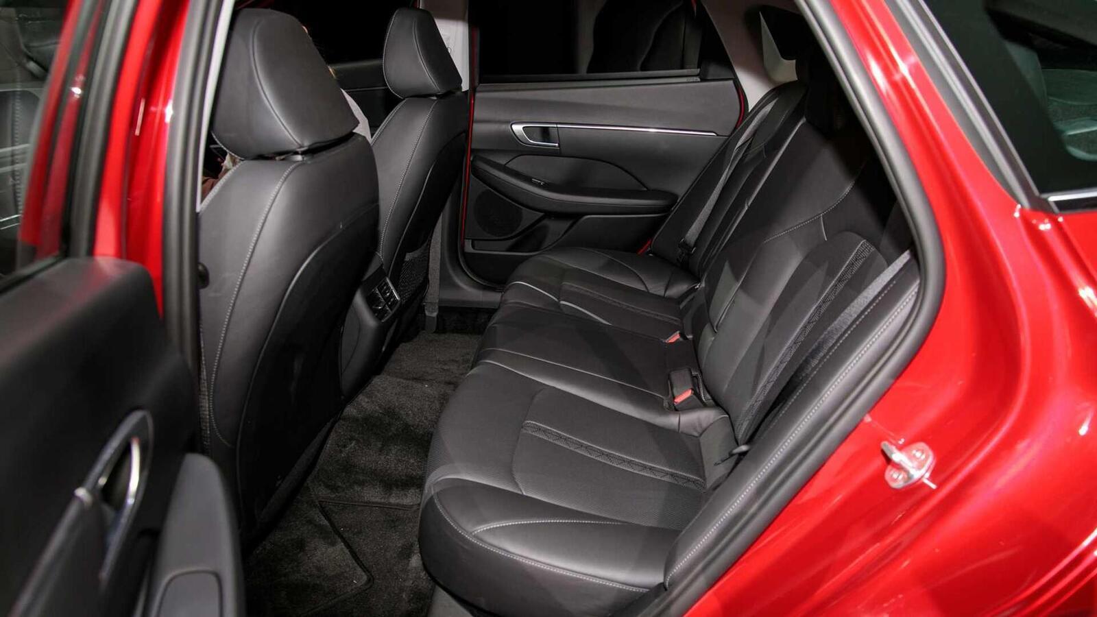 Hyundai đã ra mắt Sonata thế hệ thứ 8 tại Mỹ: Động cơ 1.6L tăng áp và 2.5L - Hình 9