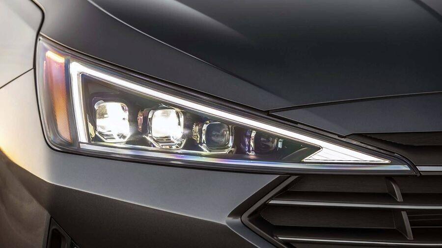 Hyundai Elantra 2019 trình làng với diện mạo sắc nét, cá tính và an toàn hơn - Hình 2