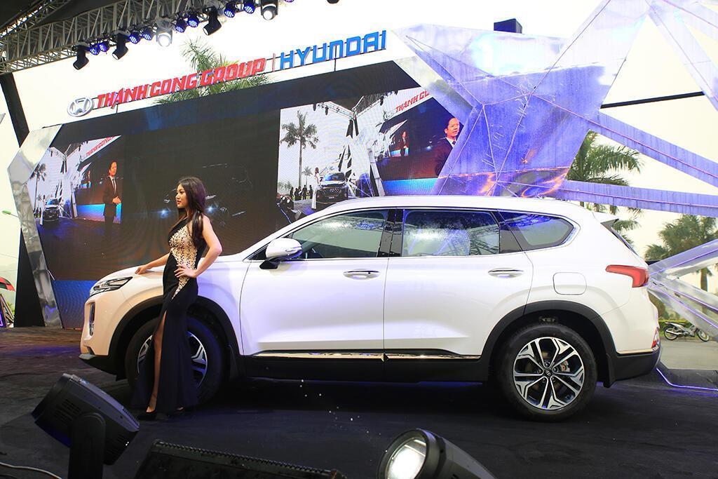 Hyundai Santa Fe hoàn toàn mới trình làng - giá từ 995 triệu VND - Hình 2