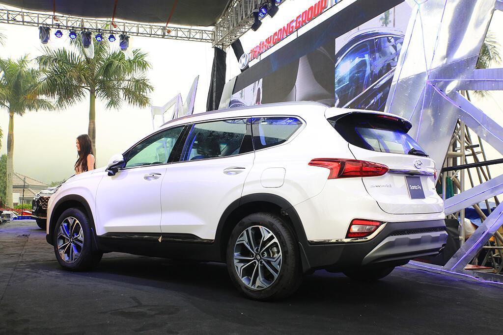 Hyundai Santa Fe hoàn toàn mới trình làng - giá từ 995 triệu VND - Hình 3