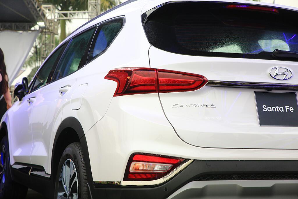 Hyundai Santa Fe hoàn toàn mới trình làng - giá từ 995 triệu VND - Hình 8
