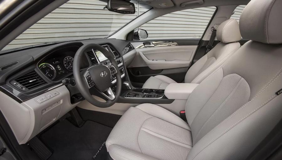 Hyundai Sonata Hybrid 2018 cập nhật nhiều trang bị dù giảm giá bán - Hình 3