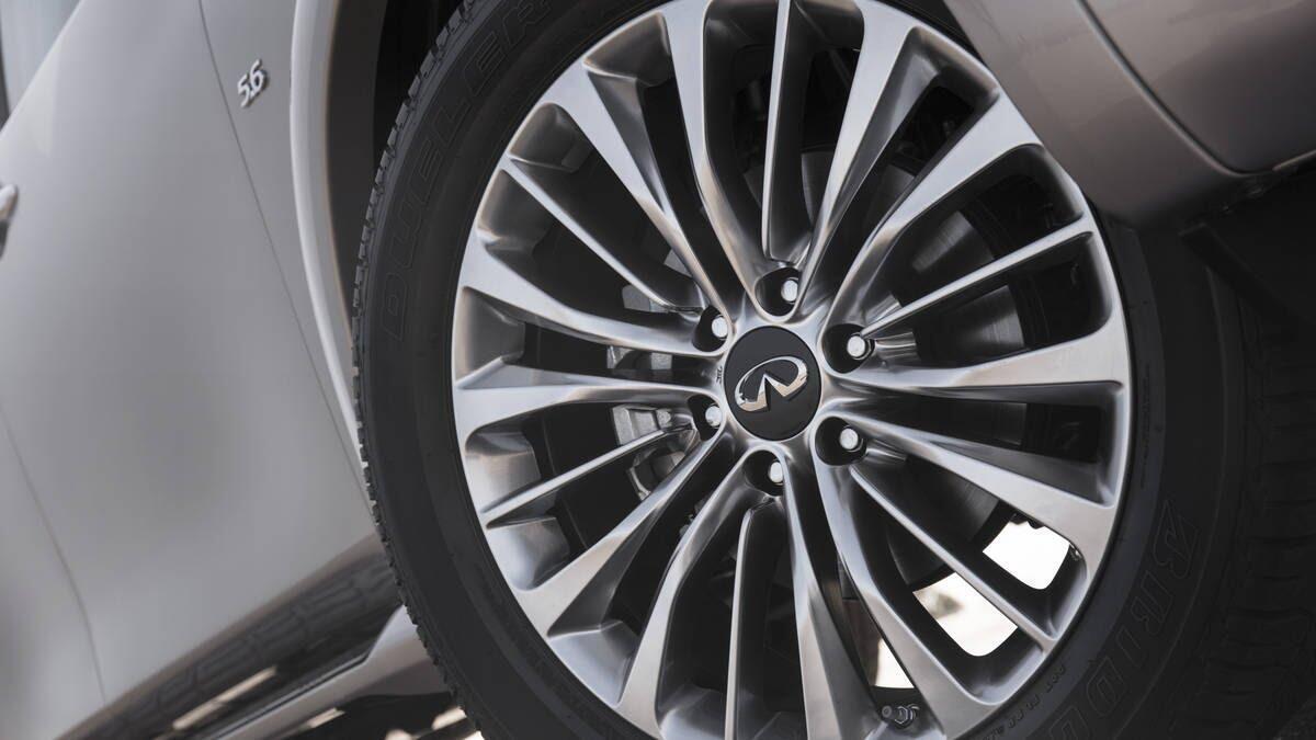 Infiniti QX80 2018 có giá từ 64.750 USD cạnh tranh với Lexus 570 và Mercedes GLS - Hình 9