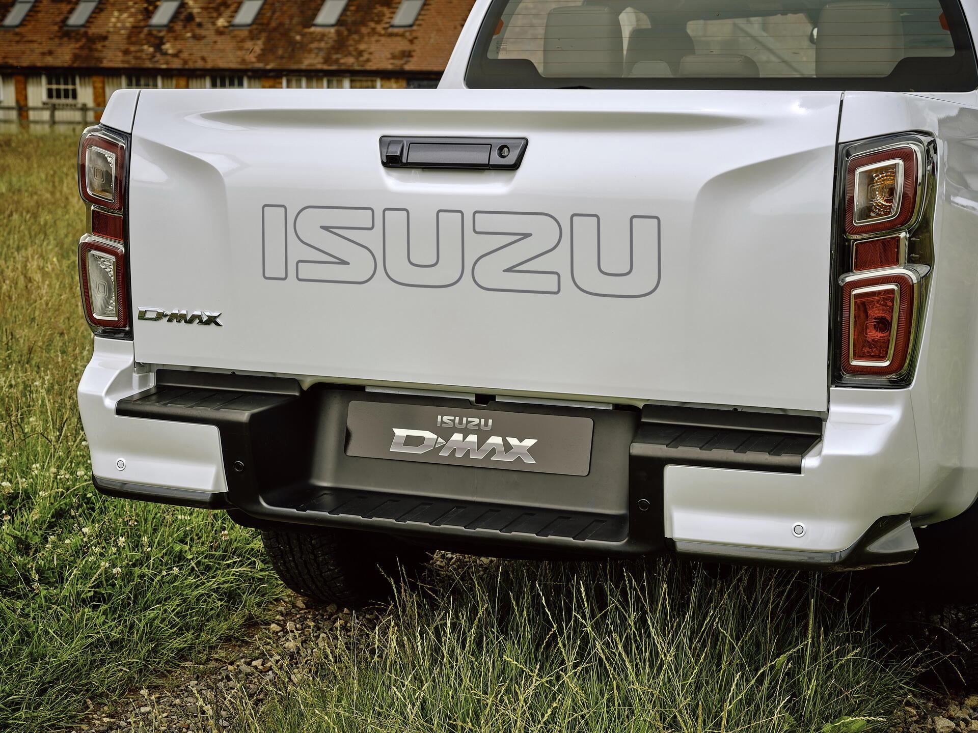 isuzu-d-max-2021-hoan-toan-moi-chot-gia-tu-29-479-usd