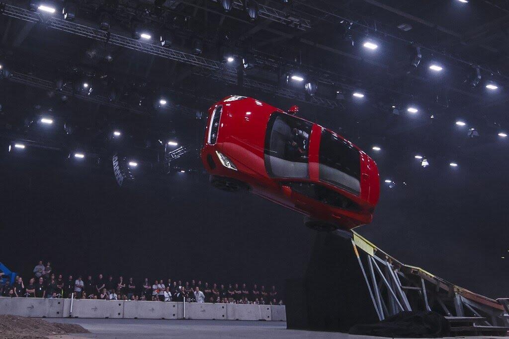 Jaguar E-Pace đã lập kỷ lục Guinness như thế nào? - Hình 10