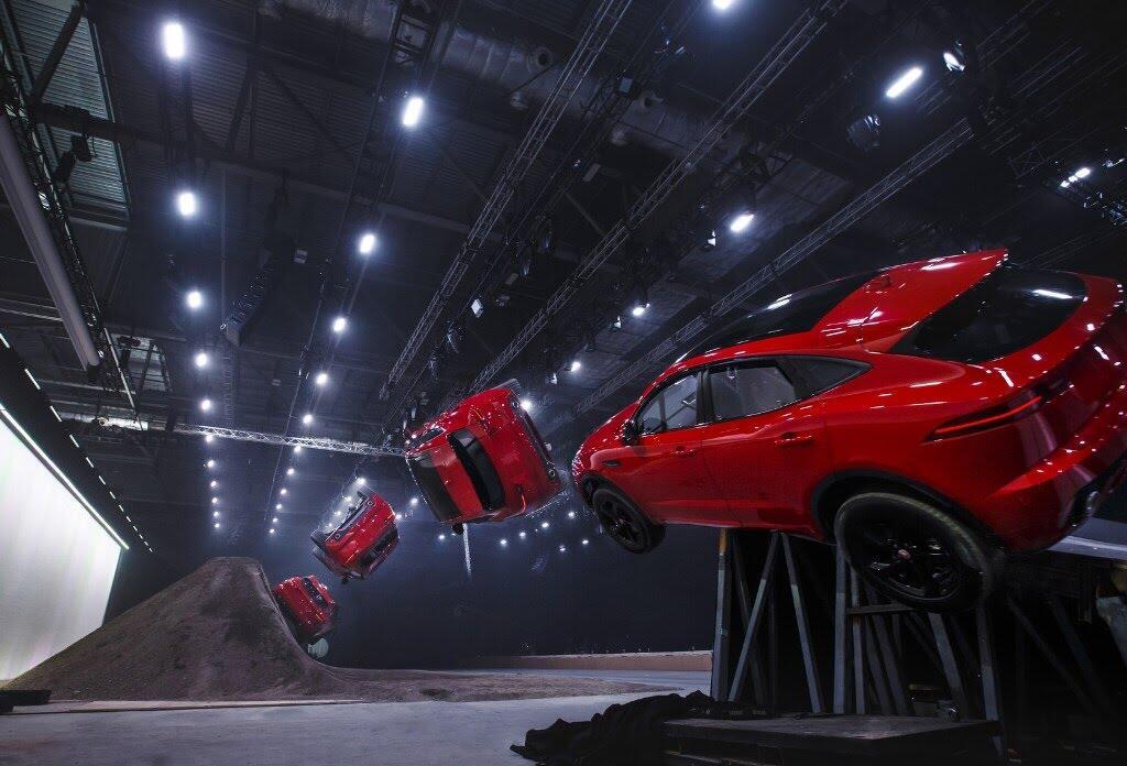 Jaguar E-Pace đã lập kỷ lục Guinness như thế nào? - Hình 12
