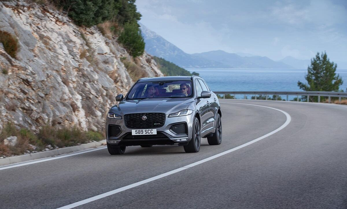 jaguar-f-pace-xf-va-range-rover-velar-duoc-trang-bi-cong-nghe-khu-tieng-on-chu-dong-moi-2.jpg