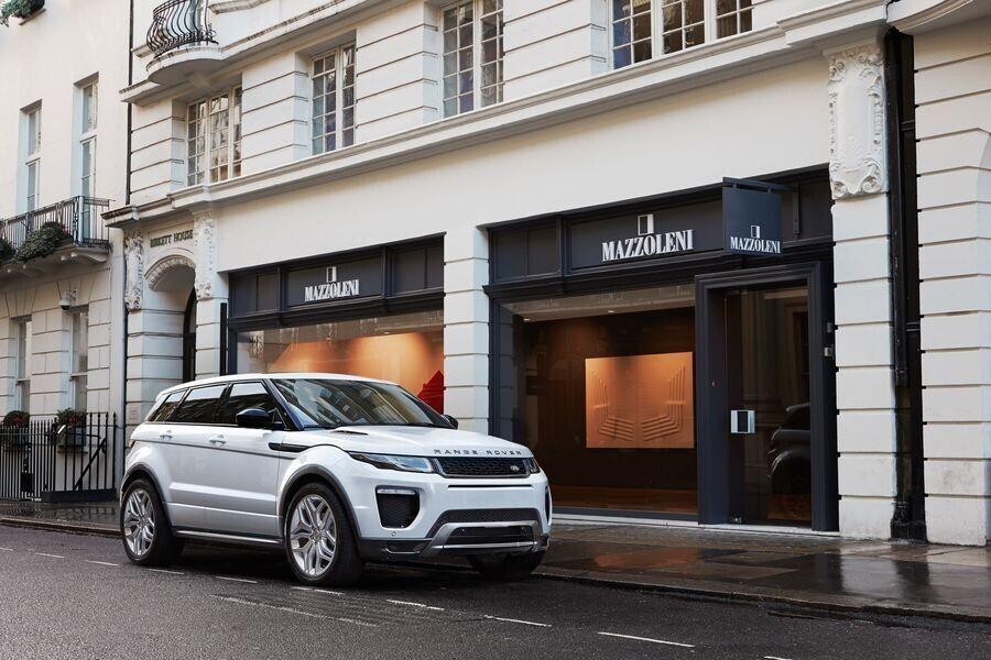Jaguar Land Rover đang phát triển công nghệ off-road tự động - Hình 1