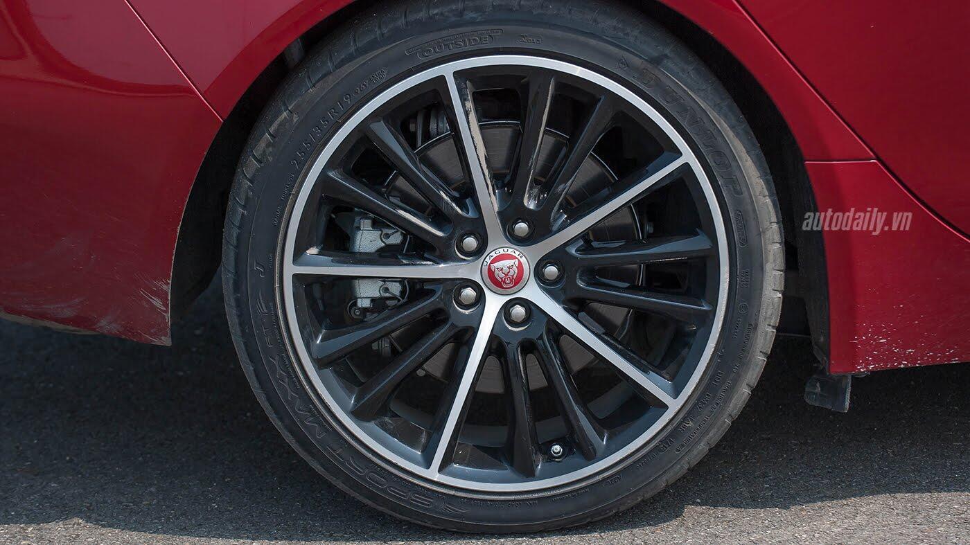 Jaguar XE - Sự xuất hiện đầy thách thức - Hình 9