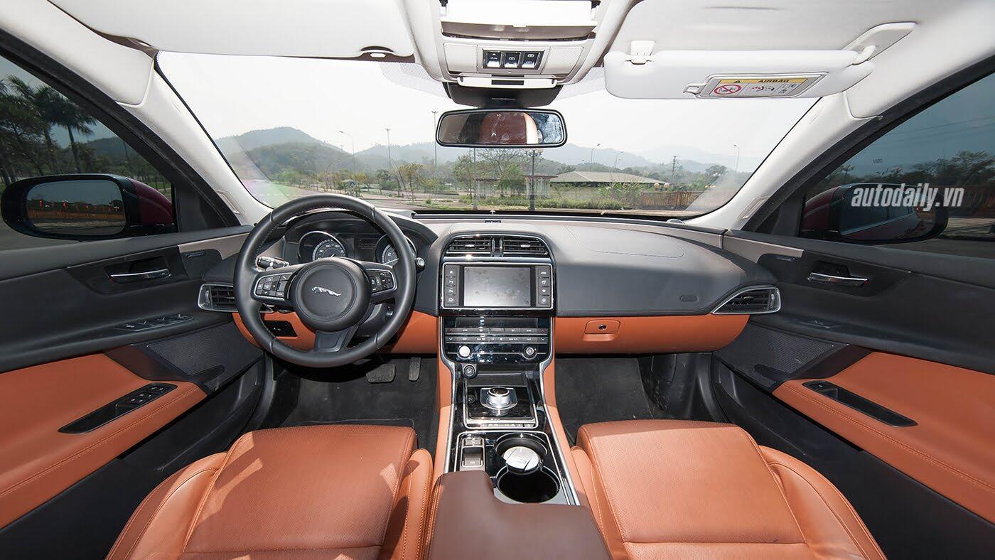 Jaguar XE - Sự xuất hiện đầy thách thức - Hình 11