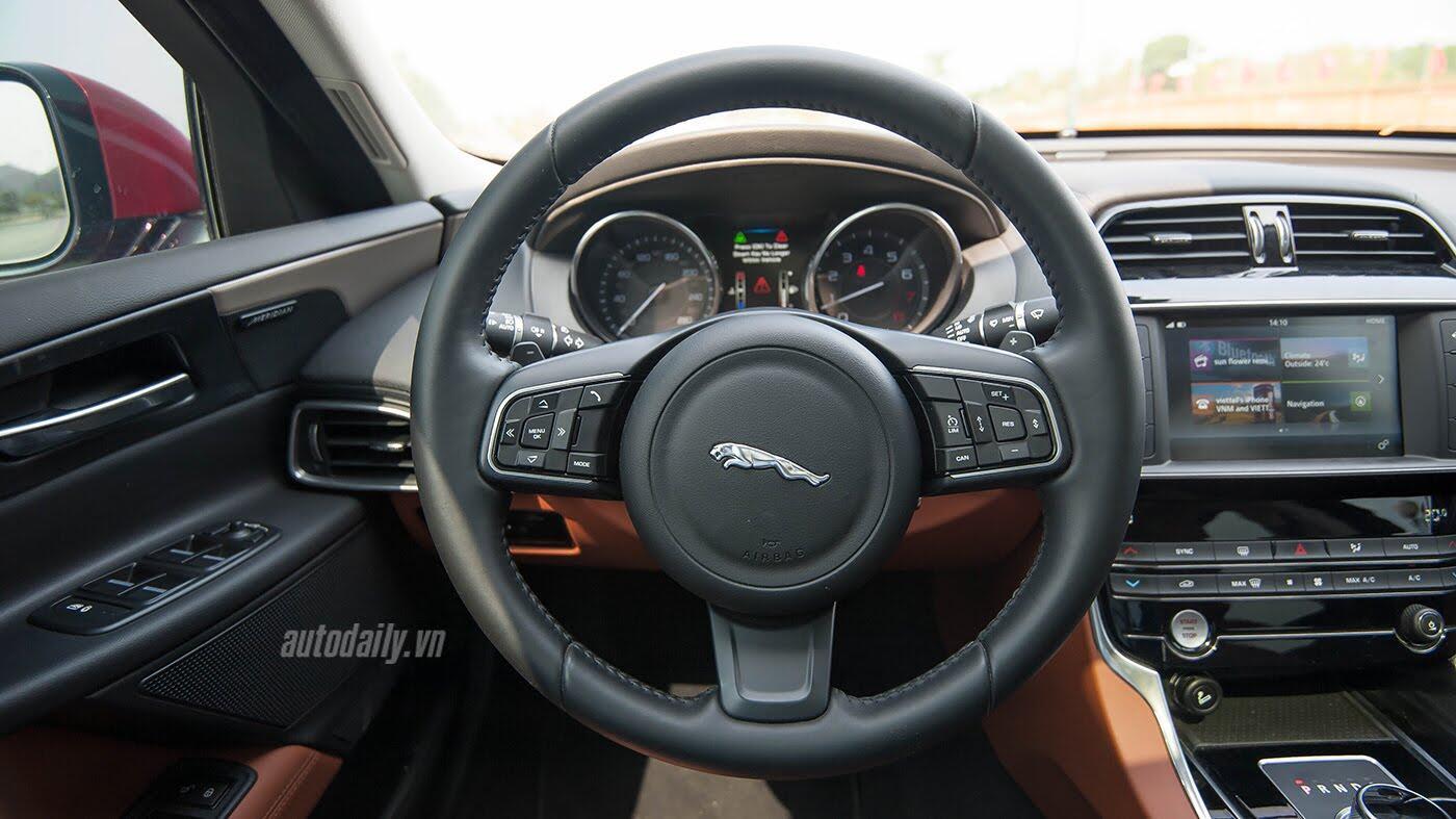 Jaguar XE - Sự xuất hiện đầy thách thức - Hình 14