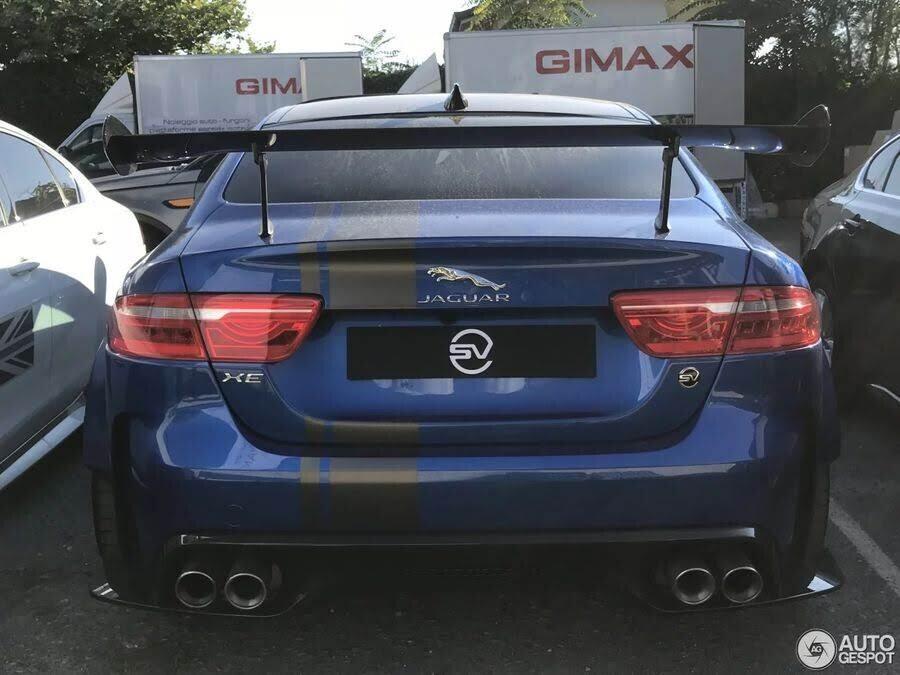 Jaguar XE SV Project 8 - đỉnh cao của sedan hiệu suất xuất hiện đầy mê hoặc ngoài đời thực - Hình 4