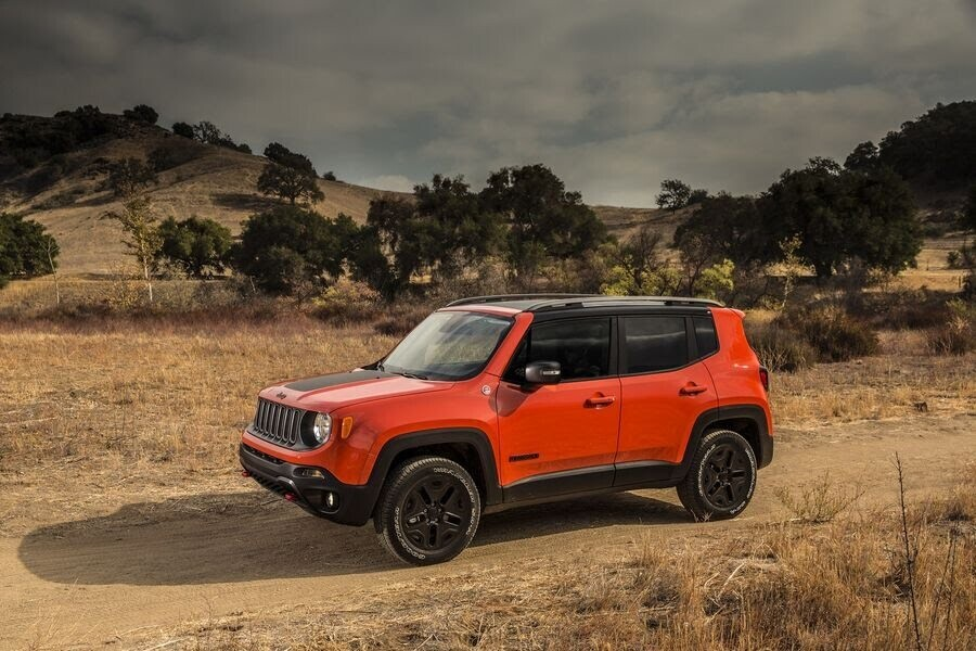 Jeep Renegade 2018 sẽ tập trung cải tiến nội thất - Hình 1